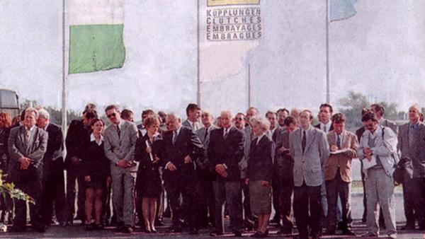 Az év szeptemberében hivatalos keretek között, rangos vendégek részvételével gyáravató ünnepség mellett nyílt nappal várta a LuK Savaria Kft. az érdeklődőket.